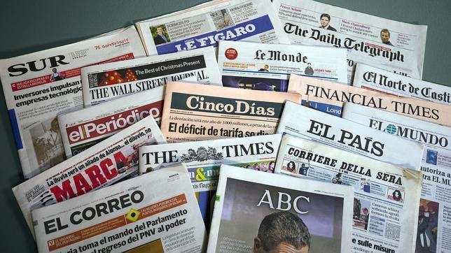 Diferentes periódicos en los que aparecen noticias para hacer clipping