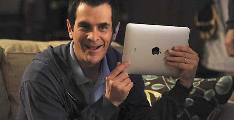 Escena de la serie Modern Family que incluye el product placement de apple