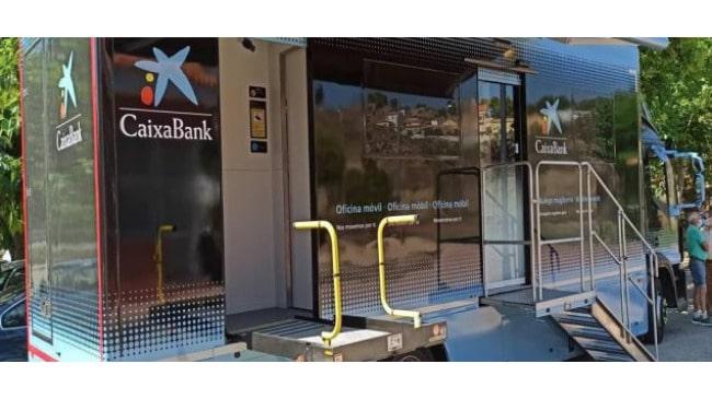 Las oficinas móviles de CaixaBank prestan servicio a 270.000 personas de más de 430 municipios